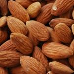 Bademi su dobar izvor vitamina E, kalcijuma, fosfora, gvožđa i magnezijuma.
